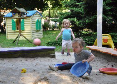 buitenspelen bij kinderdagverblijf 't Mouwtje