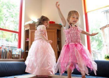 kinderen verkleed kinderdagverblijf 't Mouwtje bussum