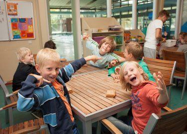 lachende kinderen bij SPORT BSO de Zandzee Bussum