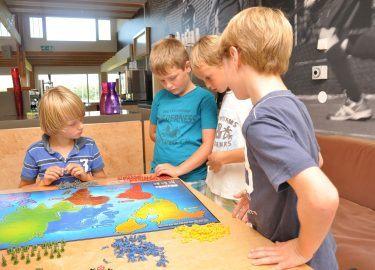 bordspelletjes spelen bij BSO Ravelijn HC Naarden