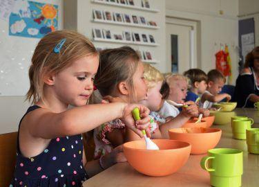 kinderen eten kinderdagverblijf bommelburcht bussum
