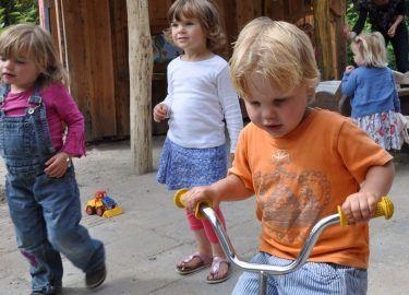 Buiten spelen bij Peuterhof Windekind Bussum