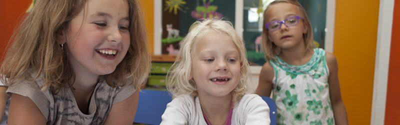 lachende kinderen bij BSO De Toverhoed Naarden