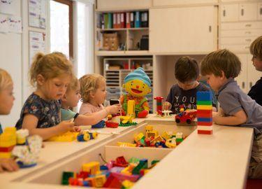 met lego spelen bij Peuterspeelzaal de Toverspiegel Bussum